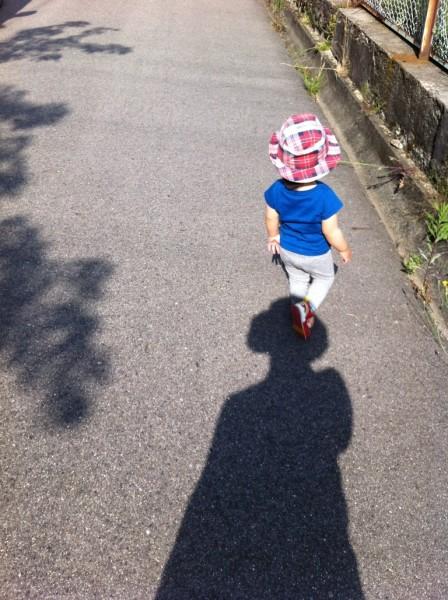 散歩する娘